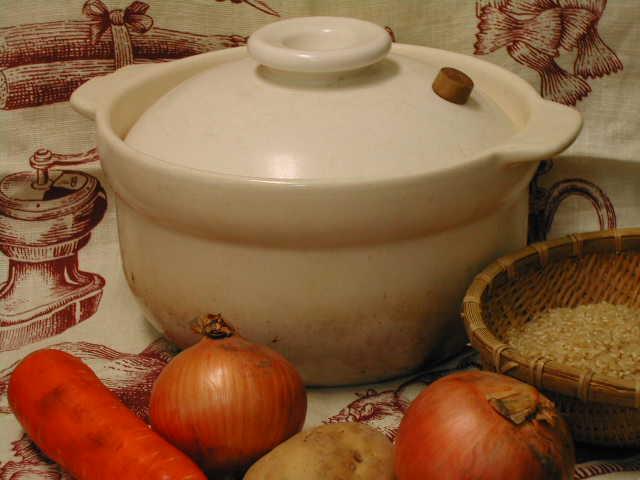 遠赤外線効果と二重蓋の肉厚釜が玄米をふっくらと炊きあげる・ビギナーさんでも大丈夫【炊飯用土鍋 3合炊き】